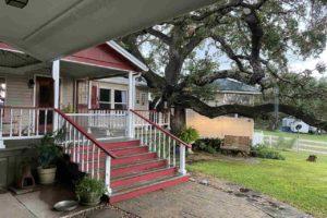 2011 CR 118 Burnet TX 78611 exterior front porch
