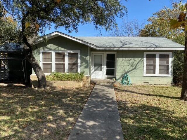 101 N Harrell St in Lampasas TX exterior
