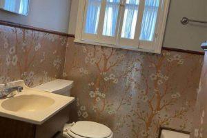 101 N Harrell St in Lampasas TX bathroom