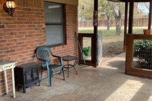 1701 Oak Street in Burnet TX exterior porch/patio area