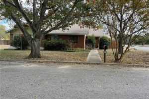 1701 Oak Street in Burnet TX exterior view from street