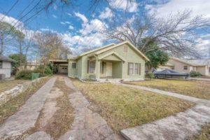 206 E Post Oak St in Burnet, TX exterior front view