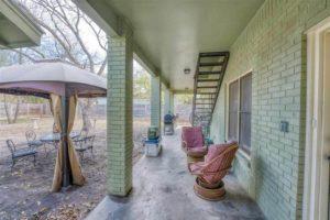 206 E Post Oak St in Burnet, TX backyard and covered patio