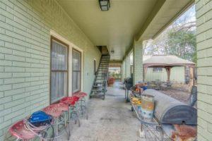206 E Post Oak St in Burnet, TX backyard covered patio