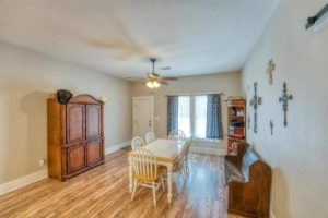 206 E Post Oak St in Burnet, TX dining room
