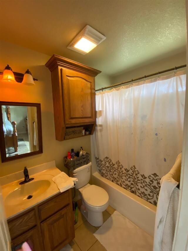 409 S Rhomberg St townhouse bathroom