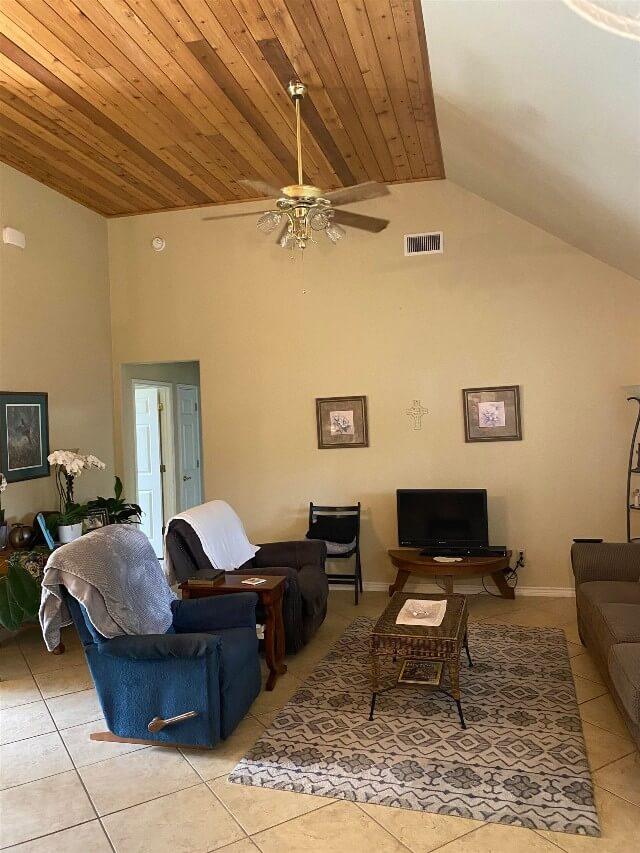 409 S Rhomberg St townhouse living room