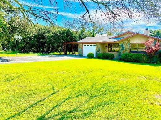317 Sunset Drive in Burnet, TX front yard